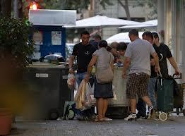 Buscando comida en la basura